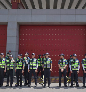 Pietų Korėjoje vairuotojas taranavo JAV ambasados vartus