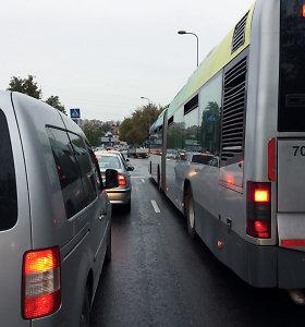 Vilniaus autobusų vairuotojai pyksta dėl nuimtų žalių rodyklių: vėluojame ir liekame be pietų