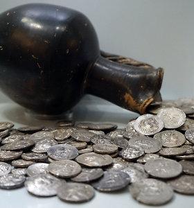 Kiek 30 sidabrinių, už kuriuos Judas pardavė Jėzų, būtų verti šiandien?