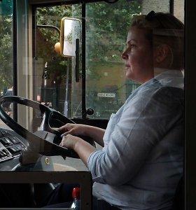 Dviaukštį autobusą Anglijoje vairuojanti emigrantė: vyrai ir moterys čia lygūs