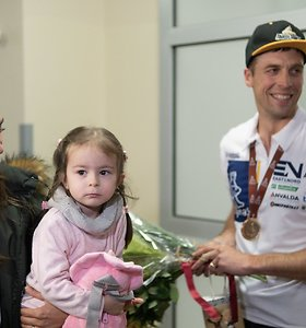 Į Lietuvą iš Dakaro grįžo Arūnas Gelažninkas