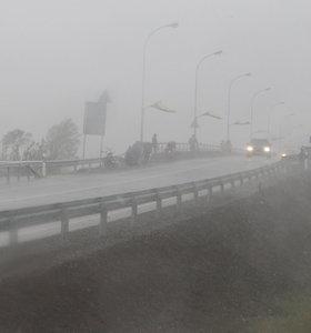 Minutės kruša Klaipėdoje: spėjo pabalti ir automobiliai
