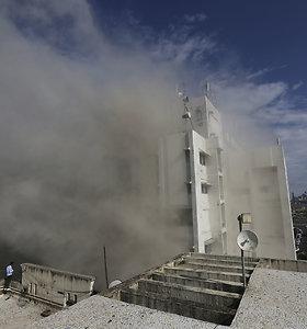 Mumbajuje degančiame pastate gali būti įstrigę dešimtys žmonių