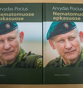 """Knygos """"Nematomuose apkasuose"""" pristatymas Vilniaus įgulos karininkų ramovėje"""