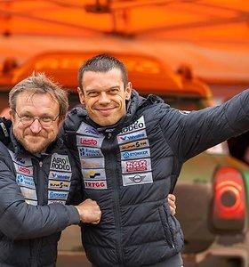 """Vaidotas Žala ir Saulius Jurgelėnas išbandė naują visureigį """"Mini"""", kuriuo startuos Dakare"""