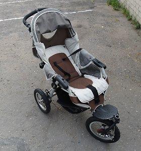 Varėnos pareigūnai prašo atsiliepti rasto vežimėlio savininką