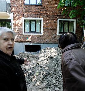 Kaune dėl statybos darbų pradėjo griūti namas