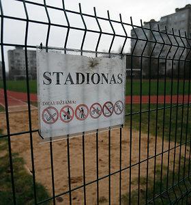 Kauno mokyklos stadione – nuogas užsienietis: pradėtas tyrimas dėl seksualinio prievartavimo
