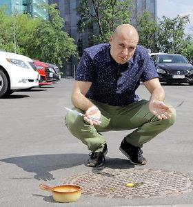Eksperimentas: bandome kepti kiaušinius ant įkaitusio šulinio dangčio ir asfalto