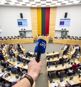 Vyriausybė supeikė valdančiųjų projektą dėl LRT, susiginčijo dėl katalikų atstovo taryboje