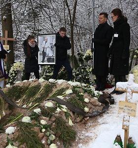 """S.Karoso laidotuvės: """"Lietuva brangi"""" ir 18-mečio sūnaus įsipareigojimas: """"Tėveli, pažadu nenuvilti"""""""