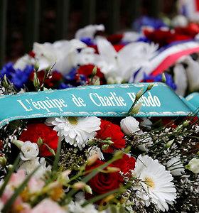 """Paryžiuje pagerbtos """"Charlie Hebdo"""" redakcijoje ir žydų parduotuvėje nužudytos aukos"""