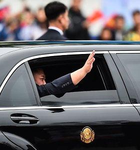 """""""Daimler"""" sako neturinti supratimo, kur Kim Jong Unas gavo savo limuzinus"""