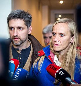 """Kručinskų šeima nusprendė neįsileisti specialistų į savo namus: """"Norisi eiti į šviesą"""""""