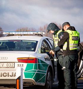 Girtą vairuotoją pusvalandį sekusi pora nusivylė policija: privažiavo, kai šaukštai buvo po pietų