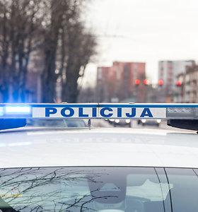 Kaune apšaudytas važiuojantis automobilis, pas įtariamąjį – du pistoletai