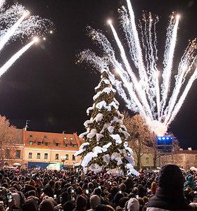 Kaune šventiškai įžiebta Kalėdų eglė