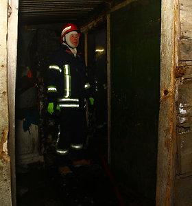 Akmenės rajone per gaisrą žuvo neatsargiai šildytuvu besinaudojęs vyras