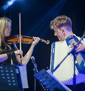 Ypatinga M.Levickio turo viešnia – Arianos Grande ir Michaelo Buble scenos partnerė Lizzie Ball