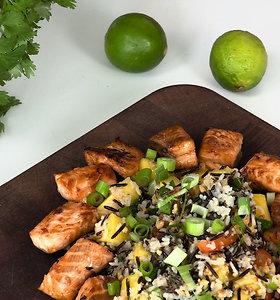 Azijos skonis tavo lėkštėje: lašišos ir ryžių salotos