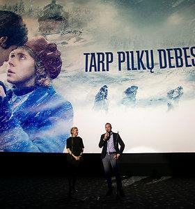 """Pernai į kino teatrus daugiausia žiūrovų sutraukė """"Tarp pilkų debesų"""""""