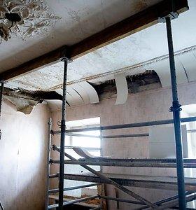 Konfliktas Vilniaus centre: smunkant stogui gyventojai kaltina namo administratorių