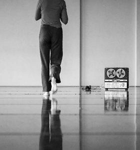 """Vyčio Jankausko performatyvaus šokio spektaklio """"Ekspansija. Visata įeina į mano kūną"""" premjera"""