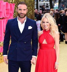 Kylie Minogue nutraukė sužadėtuves su aktoriumi Joshua Sasse: įtaria neištikimybę