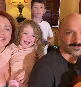 """""""Liekam namie su Elena"""": Jurgis Didžiulis ir Erica Jennings su vaikais surengė gyvą koncertą"""