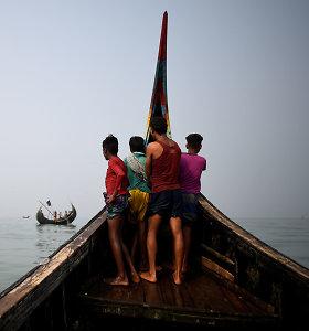 Prie Bangladešo krantų nuskendus laivui žuvo 16 rohinjų, dar dešimtys dingo