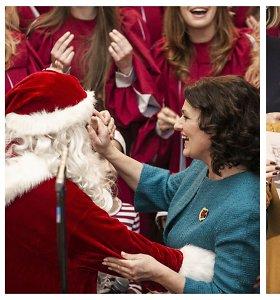 Tarptautinė Kalėdų labdaros mugė – atidaryta: pirmoji šalies ponia neatsispyrė šokiui su Seneliu