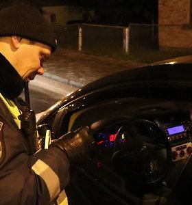 Šiauliuose – nuosprendžiai užsieniečiams: latvis vairavo girtas, keleivis policininkui siūlė kyšį