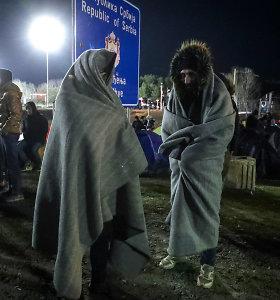 Vengrija vėl atidarė su Serbija jungiančią perėją, prie kurios vyko protestai