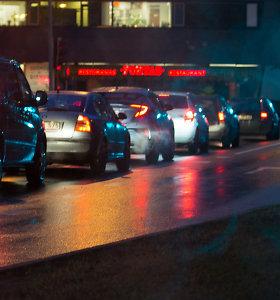 Perspėjimas vairuotojams: naktį eismo sąlygas sunkins plikledis