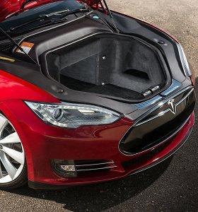 """""""Tesla"""" autopilotas: ar sumokami tūkstančiai to verti?"""