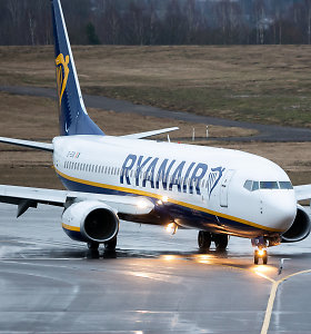 """""""Ryanair"""" spalį atšaukia dar daugiau skrydžių"""