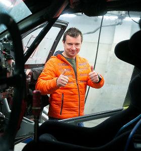 Po Dakaro išbandymų A.Juknevičius Vilniuje pristatė savo bolidą