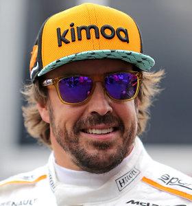 Neįtikėtina:po smūgio į sieną F.Alonso išsisuko be įbrėžimo