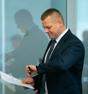 Sporto milijonų dalybos: parlamentaras Kęstutis Smirnovas gynėsi nuo klausimų apie žmonos sėkmę
