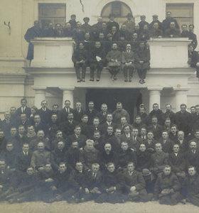 6 įdomiausi tarpukario Lietuvos Seimų nariai: nuo komunistų vedlio iki mažinti kunigams algas raginusio kunigo