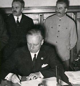 Latvija Rusijai pareiškė protestą dėl bandymų pateisinti J.Stalino ir A.Hitlerio nusikaltimus