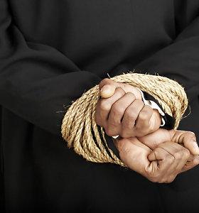 Alytaus rajone pagrobtas namo ėjęs pensininkas: surišo, mušė ir laikė visą parą