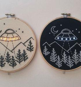 """Menininkė kuria siuvinėtus paveiksliukus, """"įžiebdama"""" juos LED lemputėmis"""