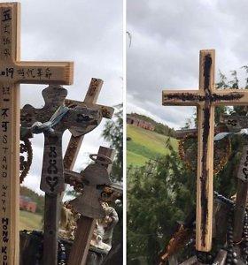 URM siūlo nebeįleisti į Lietuvą kinės, ant Kryžių kalno išniekinusios Honkongo aktyvistus remiančius kryžius