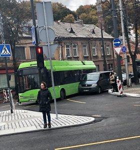 Trečiadienį Kaune pasipylė avarijos, įvykis su troleibusu priešpiet paralyžiavo eismą
