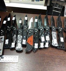 Kauno policija parduotuvėje rado uždraustų peilių, žada šaltųjų ginklų ieškoti ir toliau