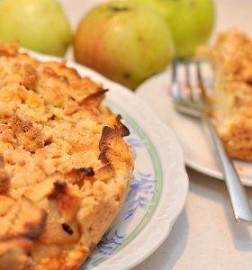 Trupininiai pyragai su rudens gėrybėmis: tiks ir slyvos, ir obuoliai, ir pomidorai