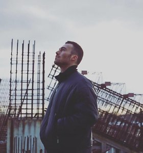 Naujame Abrahamo Brody klipe – kelionė po mūsų sapnus