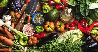 Įpusėjusios vasaros savaitgalio valgiaraštis: spalvingas daržovių šou