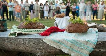 Didysis Joninių valgiaraštis: 50 receptų ir kursiantiems grilį, ir švęsiantiems kukliai